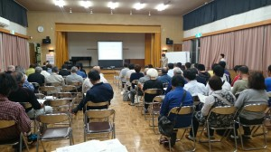 塩澤公民館長の講演の様子