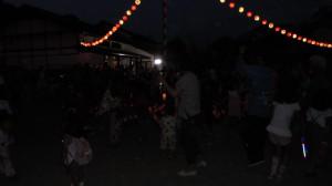 座光寺音頭に合わせて、子供から大人まで踊り楽しみました